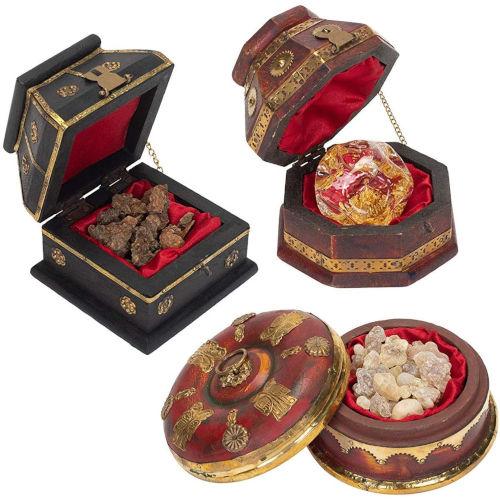 Cofres de lujo de los Reyes Magos con oro, incienso y mirra